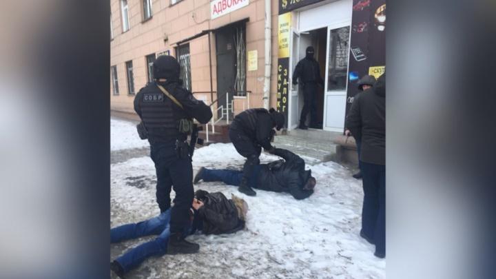 «Встретились у ломбарда»: задержание в Челябинске директора цирка сняли на видео