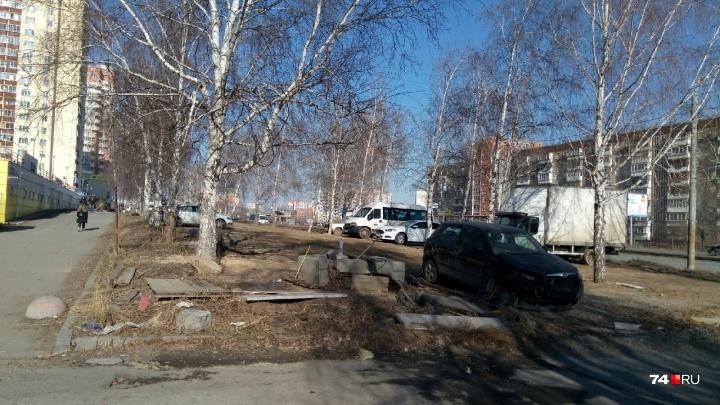 На закрытой по отчётам парковке на Северо-Западе снесли дублирующую будку охраны
