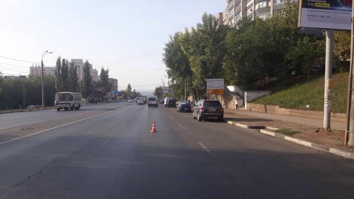 «Решила сократить путь»: на Авроре девушка угодила под колеса Toyota Land Cruiser