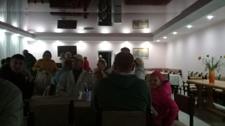 Омичи застряли в Крыму из-за задержки рейса из Симферополя