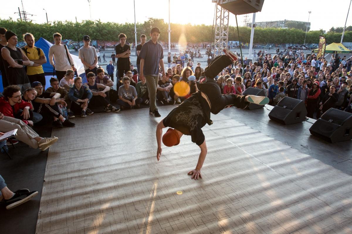 Ищите себя на фото: смотрим, как в Челябинске прошёл большой урбанистический фестиваль