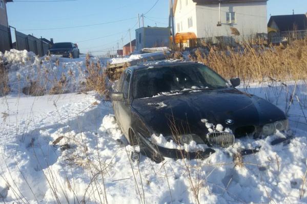 Автомобиль не остановился, несмотря на требования автоинспекторов на улице Колхидской, — в итоге его задержали сугробы на Порт-Артурской