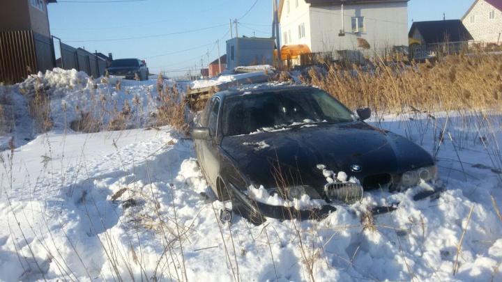 Автоинспекторы устроили погоню за BMW и загнали нарушителя в глубокий сугроб