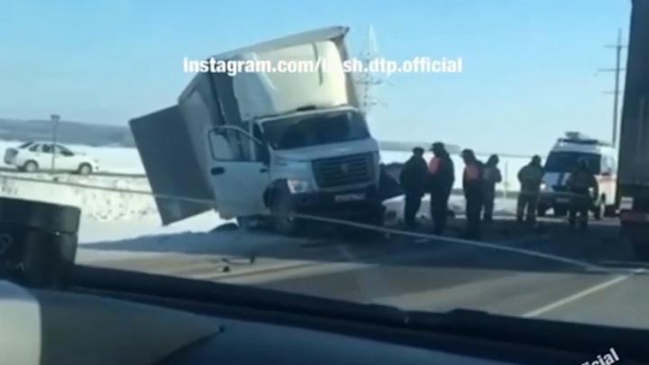 ДТП с участием «Газели» и KIA Soul произошло на трассе в Башкирии, есть видео с места