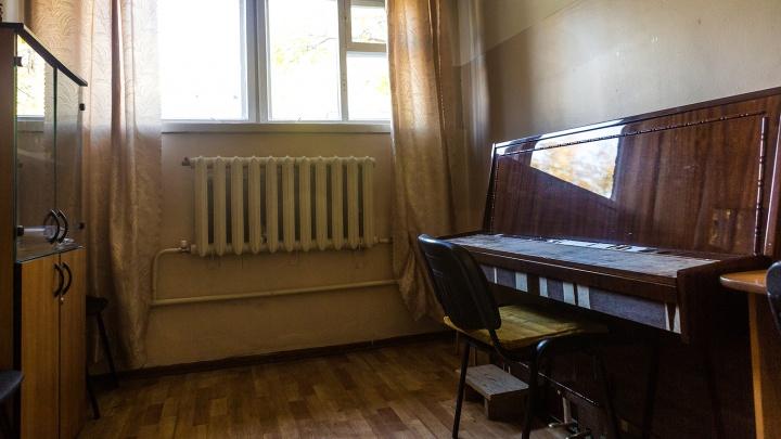 Новосибирца уволили из музыкальной школы за плохую игру на фортепиано