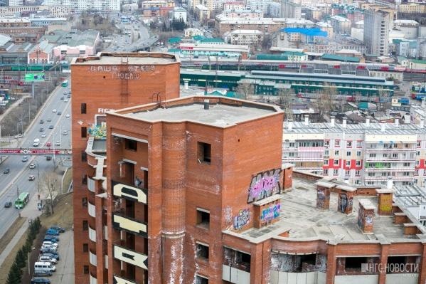 Квартиры в кирпичном доме продаются по четвертому кругу по цене от 2,5 до 7,5 миллиона