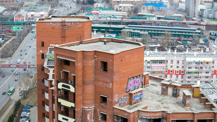 Квартиры в легендарном долгострое на Копылова по четвертому кругу выставили на продажу