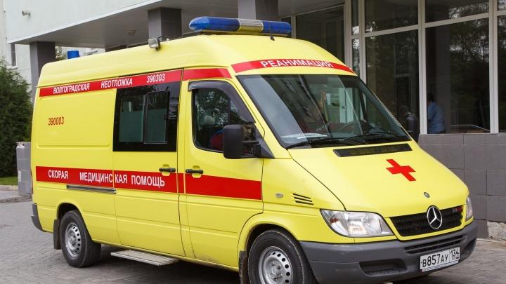 В Волгограде «семёрка» после столкновения с Daewoo вылетела на тротуар: двое пострадавших