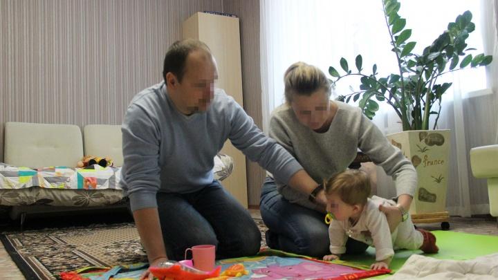 В Ярославле родную мать обвинили в продаже ребёнка. Почему женщина отдала малышку в другую семью