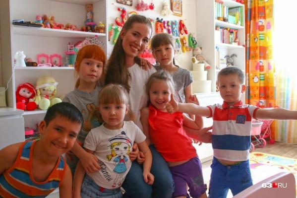 Многодетной мамой Виктория Журавлева стала в 28 лет