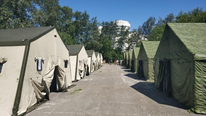 Сотня палаток, трехразовое питание и личная охрана: как устроен лагерь паломников в Екатеринбурге