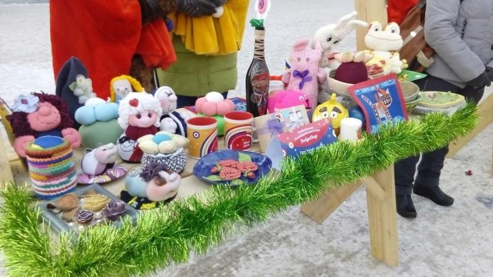 На улице Ленина развернулся благотворительный базар с необычными сувенирами