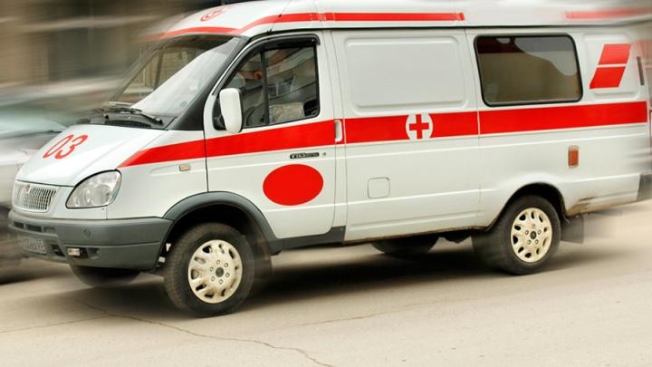 Водителю «скорой помощи» пришлось отстреливаться от сына омички, которой стало плохо за рулём