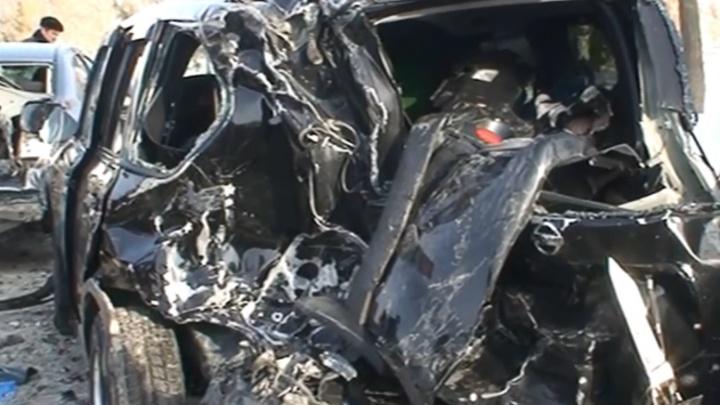 Жестокий автокегельбан: появилось видео с места ДТП с участием фуры и 16 машин