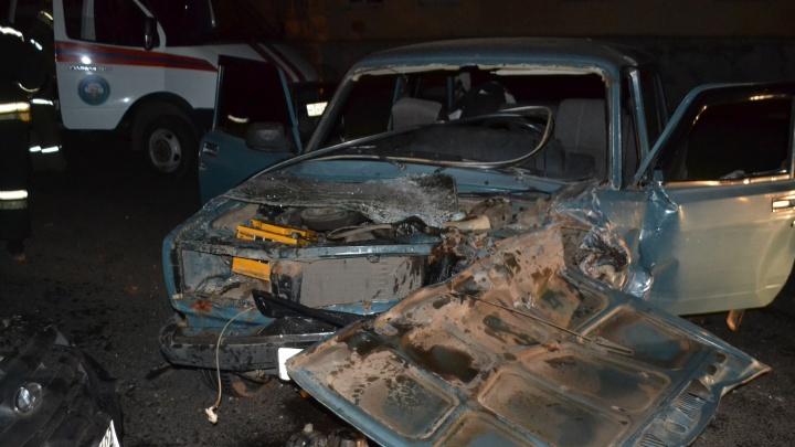 Водителя «семерки» зажало в раскореженной машине: в Уфе произошло серьезное ДТП