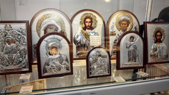 Жительница Магнитогорска лишилась икон и серебра, пригласив новых знакомых в гости