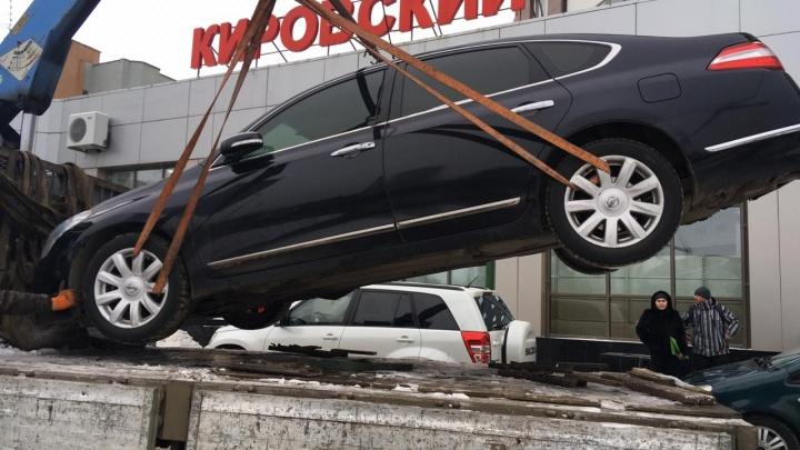 В Екатеринбурге приставы забрали машину у мужчины за долги по налогам в 170 тысяч