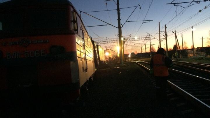В Ярославском районе с рельсов сошёл локомотив: что это было. Видео