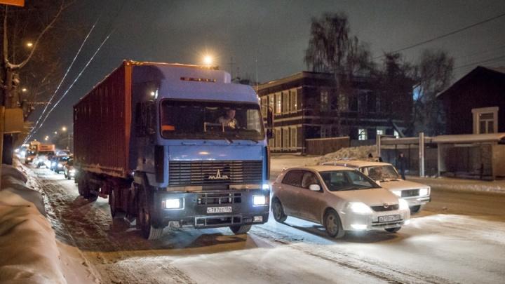 Власти до весны продлили запрет на проезд большегрузов по дорогам Новосибирска