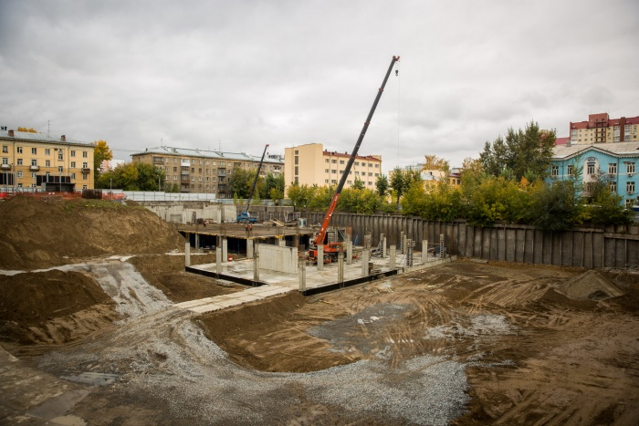 Вместо котлована к весне обещают построить паркинг