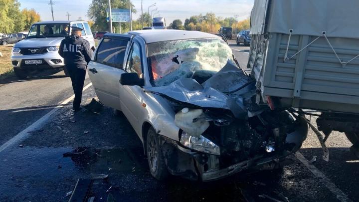 «Лада» вдребезги, да и УАЗам не поздоровилось: у АЗС в Отрадном столкнулись три машины