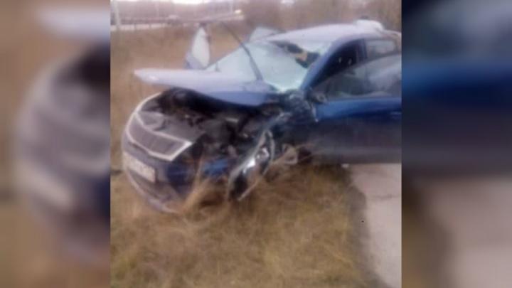 «На месте три скорых»: иномарка снесла бетонный столб и перевернулась на выезде из Челябинска