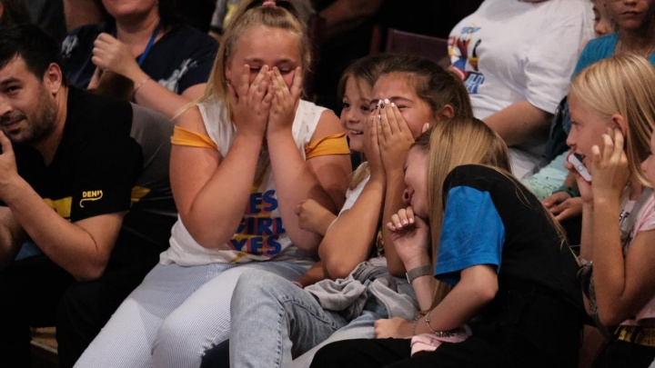 «И снова в телевизор»: юные КВНщицы из Волгограда во второй раз выступят на телеканале СТС