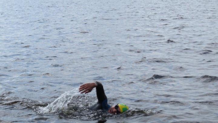 Тюменец проплыл 25 километров из Санкт-Петербурга в Кронштадт
