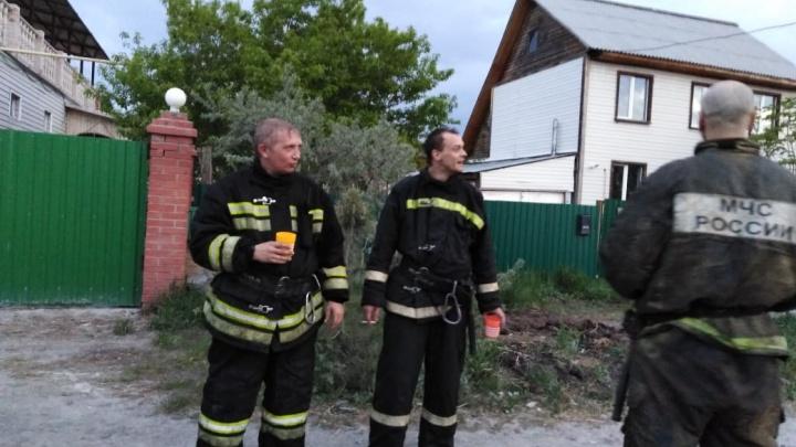 «Спрятали все машины»: жители посёлка под Новосибирском испугались серийного поджигателя