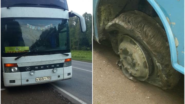«Размотало три колеса»: пермские туристы попали в ДТП на трассе в Башкирии