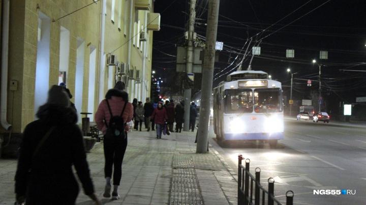Остановку «Площадь Ленина» снова открыли для пассажиров после ремонта фасадов