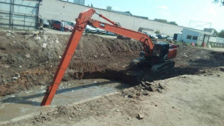 Ремонт на Ракитовском шоссе: в Самару пригнали экскаватор с 18-метровой стрелой