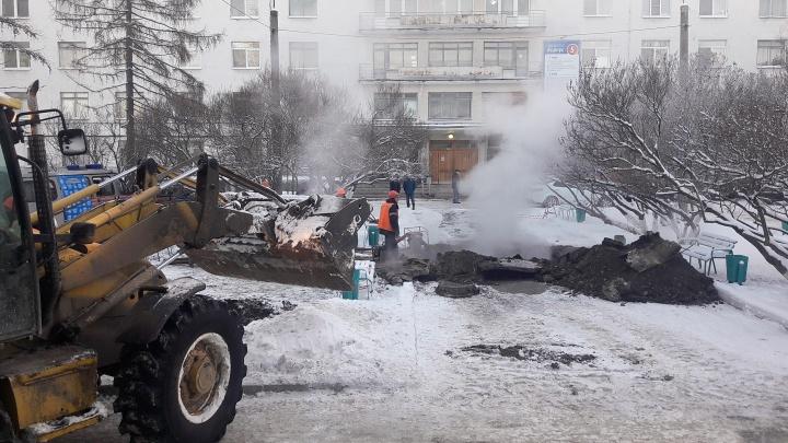 «Подтоплен подвал и лифтовые шахты»: авария на теплосетях изменила работу первой городской больницы