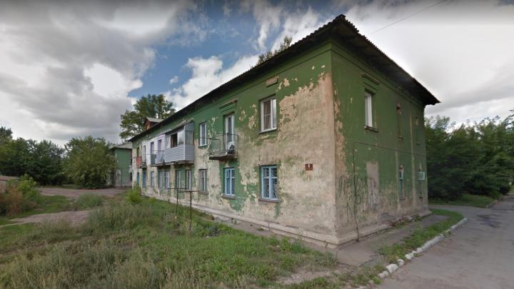 Власти решили реконструировать два аварийных дома в Новосибирске
