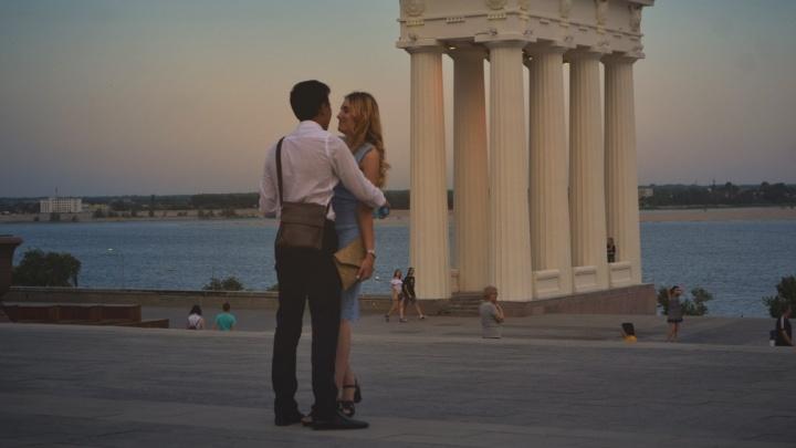 Любовь и песики: вечера центральной набережной в объективе волгоградского фотографа