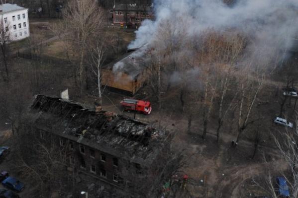 Спасатели потушили огонь