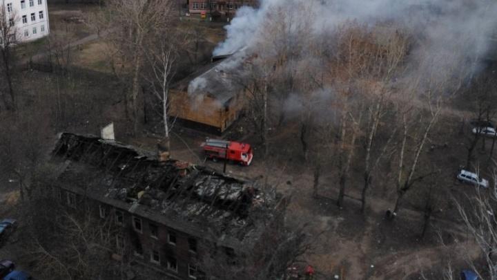 Рано утром в Ярославле сгорели бараки