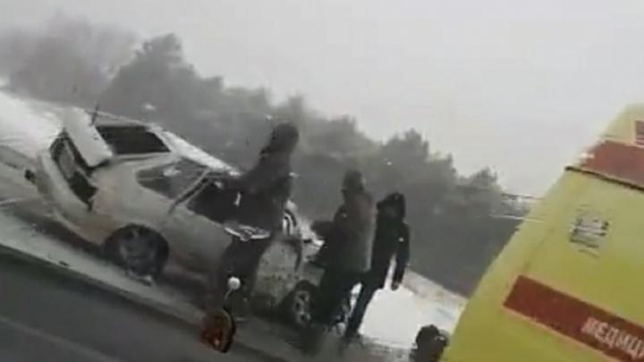 Все четверо выжили: волгоградская полиция назвала причины жесткой аварии на московской трассе