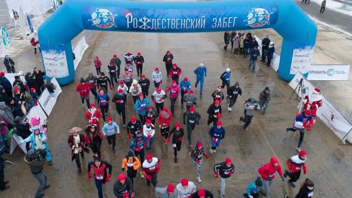 С ног на колеса: волгоградцы после «Рождественского забега» пустились в новогодний велопробег