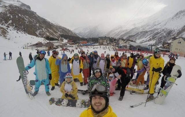 На горнолыжках Башкирии закроют сезон в мультяшных костюмах