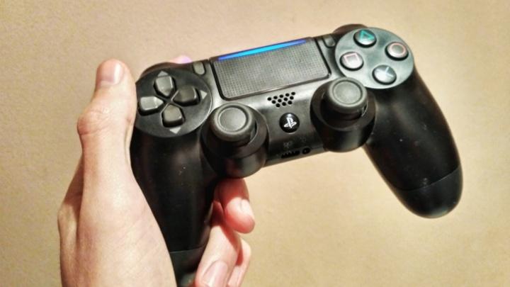 Автомойщик украл с работы дневную выручку и PlayStation 4