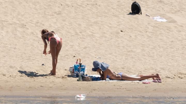 «Волгоградские пляжи — кверху попой полежи»: горожане наслаждаются последними тёплыми деньками