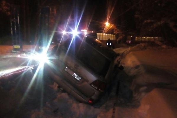 Авария случилась недалеко от остановки «Сосновый бор» на Учительской