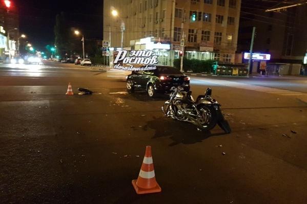 По словам очевидцев, оба мотоциклиста были без экипировки