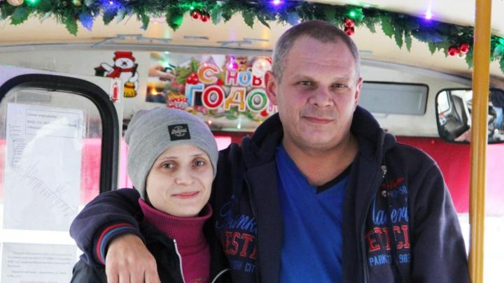 Самый новогодний пазик в Архангельске: как кондуктор и водитель скинулись на праздник для всех