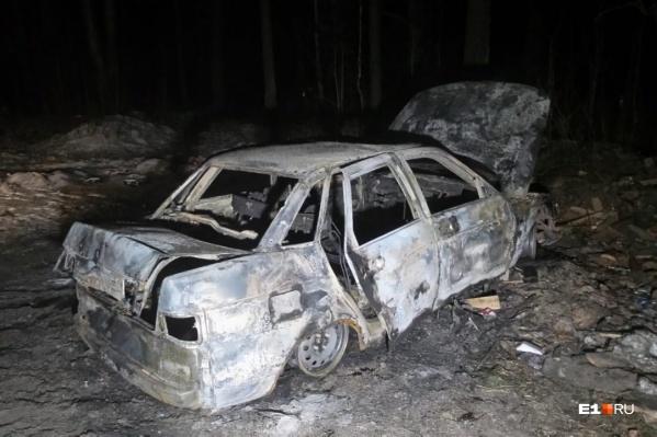 Машина сгорела полностью