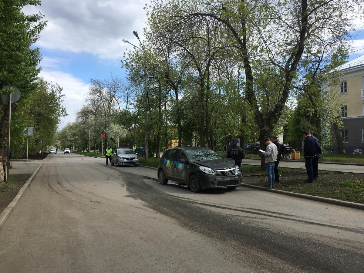 Разбитый Renault после ДТП