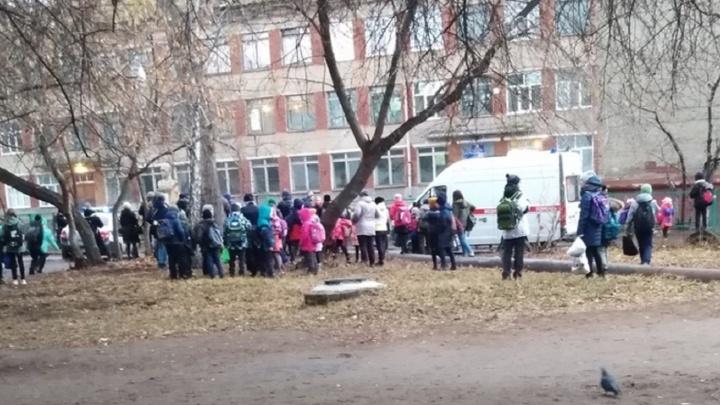 Старшеклассник сообщил о заминировании школы № 129 за день до каникул
