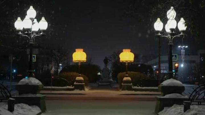 Теперь зима настоящая: у Оперного театра появились абажуры Тимофея Ради