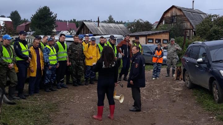 «Они пили чай и уходили обратно в лес...» Колонка о работе волонтеров на поисках пенсионеров в лесу